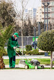 15 de março de 2017 parque de beira-mar, Baku, Azerbaijão Produto dos jardineiro que jardina no parque da cidade Fotografia de Stock