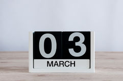3 de março Dia 3 do mês, calendário diário no fundo de madeira da tabela Tempo de mola, espaço vazio para o texto Fotografia de Stock
