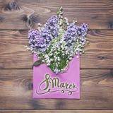 8 de março Dia feliz dos women's! Cartão com o vale fl do lilás e do lírio Fotos de Stock