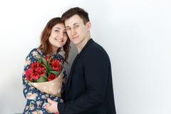 8 de março, o dia das mulheres, par com tulipas Foto de Stock Royalty Free