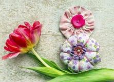 8 de março símbolo A figura de oito fez dos botões Projeto do dia das mulheres internacionais felizes Imagem de Stock Royalty Free