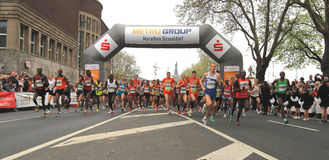 De Marathon van Duesseldorf Stock Afbeeldingen