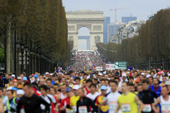 de maraton paris start Arkivbilder