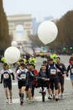 de maraton paris start Arkivbild