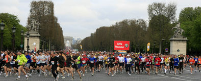 de maraton paris start Royaltyfria Bilder