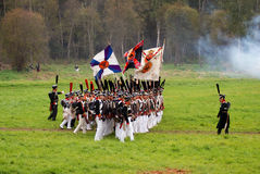 De marcherende militairen in Borodino vechten het historische weer invoeren in Rusland Royalty-vrije Stock Afbeeldingen
