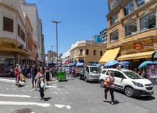 25 de Marco Street, calle popular de las compras en Sao Paulo céntrico - Sao Paulo, el Brasil Fotos de archivo