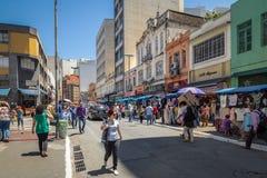 25 DE Marco Street, populaire het winkelen straat in Sao Paulo van de binnenstad - Sao Paulo, Brazilië Royalty-vrije Stock Fotografie