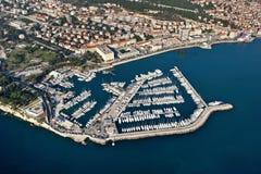 De mening van Aeral van Marine in Spleet, Kroatië stock afbeelding