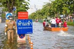 De marionet die van de politie zich op vloed bevindt Royalty-vrije Stock Fotografie