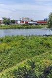 De Maritsa-Rivier, die door de stad van Plovdiv overgaan Stock Foto's