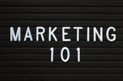 De marketing van 101 in witte brieven op een berichtraad Royalty-vrije Stock Foto's
