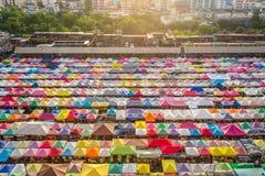 De Markt Ratchada van de treinnacht in Bangkok, Thailand Bangkok is stock afbeelding