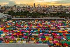 De Markt (Tweedehandse) Ratchada van de treinnacht Stock Foto