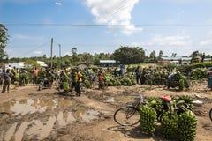De Markt van de banaan in Afrika stock afbeeldingen