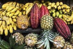 De markt van de het Fruitstraat van Latijns Amerika, Ecuador stock afbeeldingen