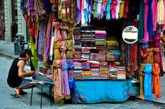 De markt van de sjaal in Florence royalty-vrije stock foto