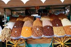 De markt van het gedroogd fruit in Marrakech stock afbeeldingen