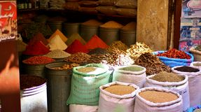 De markt van het kruid in Marokko stock fotografie
