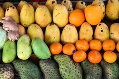 De markt van het mangofruit stock foto's
