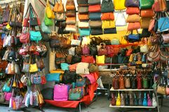De markt van het straatleer in Florence, Italië Royalty-vrije Stock Foto