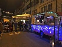 De markt van het vakantievoedsel in de straten van Bazel op 29 November, 2017 stock foto