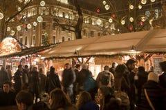 De markt van Kerstmis bij vierkant Vorosmarty in Boedapest Royalty-vrije Stock Afbeeldingen