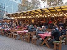 De markt van Kerstmis, Boedapest, Hongarije Royalty-vrije Stock Foto's