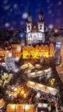 De markt van Kerstmis in Praag royalty-vrije stock afbeeldingen