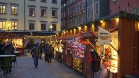 De markt van de Kerstmisvakantie in Grote Vierkante Stortorget in de Oude Stad Gamla Stan, Stockholm stock videobeelden