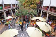 De markt van Mercadodos Lavradores in Funchal, Portugal stock afbeeldingen
