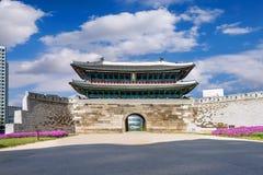 De Markt van Namdaemun van de Sungnyemunpoort in Seoel, Zuid-Korea royalty-vrije stock afbeeldingen