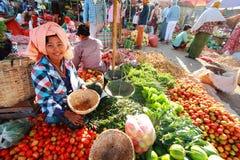 De markt van nyaung-U van handelactiviteiten, Myanmar. Stock Foto's