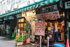 De markt van Tsukijivissen in Tokyo Japan op 31 Maart, 2017 Royalty-vrije Stock Foto's