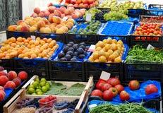 De markt van vruchten en van groenten stock afbeeldingen