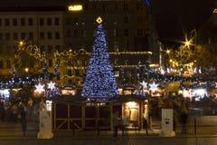 De markten van Kerstmis op het vierkant van de Vrede, Praag (nacht) royalty-vrije stock afbeeldingen