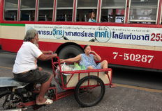 DE MARKTvervoer VAN AZIË THAILAND BANGKOK NONTHABURI Royalty-vrije Stock Foto