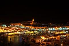 De marktvierkant van Marrakech Souk in van de de nachtmening van Marokko Jemaa Gr-Fnaa het panoramalandschap Royalty-vrije Stock Afbeelding