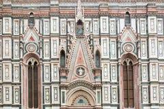 De marmeren, overladen voorgevel van Duomo in Florence, Italië stock afbeelding