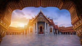 De Marmeren Tempel, Wat Benchamabopitr Dusitvanaram bij zonsopgang binnen Stock Afbeelding