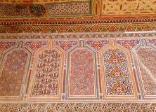 De Marokkaanse Decoratie van de Stijl Kleurrijke Muur in Bahia Palace van Marrakech Stock Afbeeldingen