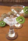 De martini van de kiwi stock afbeeldingen
