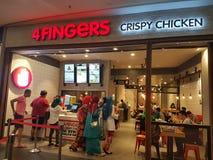 12 de marzo de 2017 Kuala Lumpur, mercado curruscante del pollo de 4 fingeres en NU Sentral Foto de archivo