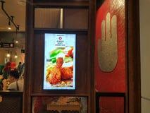 12 de marzo de 2017 Kuala Lumpur, mercado curruscante del pollo de 4 fingeres en NU Sentral Fotografía de archivo
