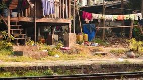 1 de marzo de 2016 Rangún, Myanmar Casas de la gente pobre local en Rangún de Myanmar - secuencia de 2 vídeos metrajes