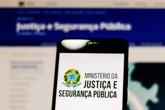 10 de marzo de 2019, el Brasil Logotipo del ministerio de la justicia y de la seguridad pública del Brasil en la pantalla del dis foto de archivo