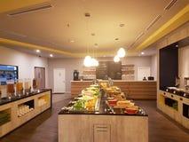 5 de marzo Kuala Lumpir El desayuno de la comida fría puesto en Ibis diseña el hotel Foto de archivo libre de regalías