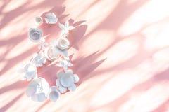 8 de marzo la tarjeta del día del ` s de las mujeres con el Libro Blanco florece Imagenes de archivo