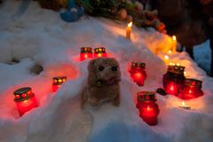 27 de marzo de 2018, RUSIA, VORONEZH: La acción de conmemorar a las víctimas del fuego en el centro comercial en Kemerovo fotos de archivo