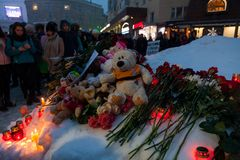 27 de marzo de 2018, RUSIA, VORONEZH: La acción de conmemorar a las víctimas del fuego en el centro comercial en Kemerovo fotografía de archivo libre de regalías